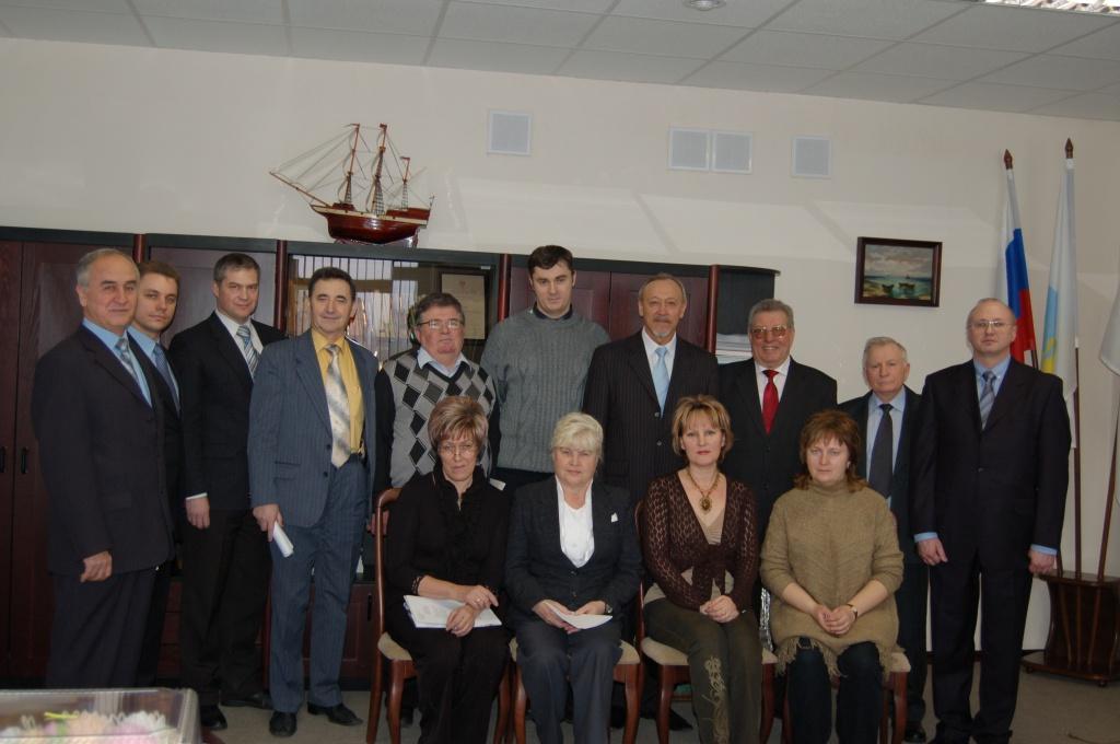 Директор ВГИ проф.М.М.Гузев и преподаватели ЮФ (2009г.).JPG